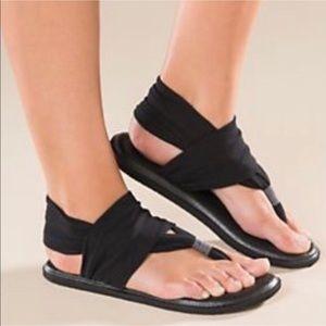 Sanuk black yoga sling 2 size 8